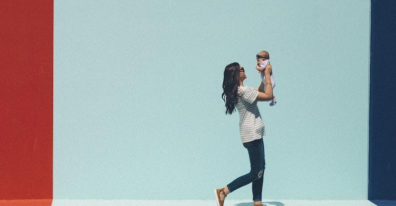 how do mom bloggers make money
